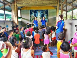 Pilgrimage Manila teaching kids.
